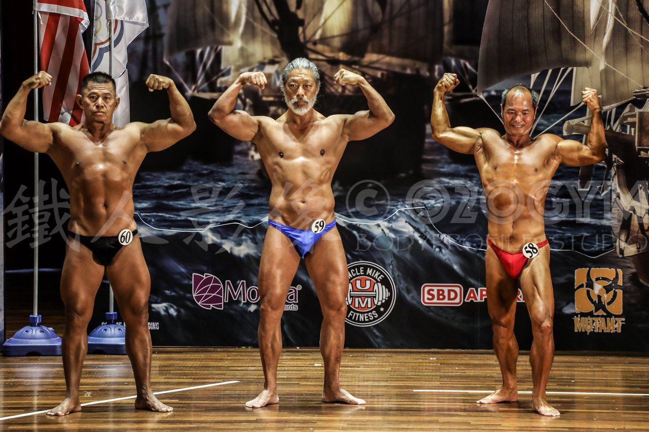 「寶哥」李寶康(中)去年參加健美比賽,體態狀況極佳。圖/李寶康提供