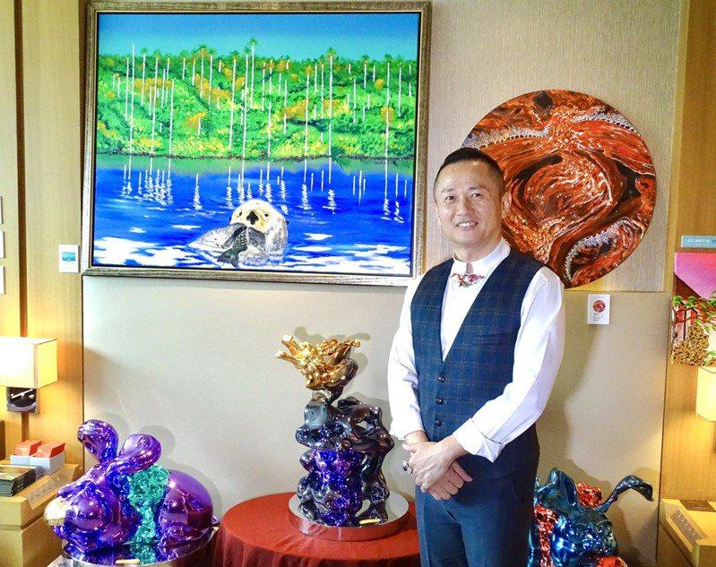 「台中藝術博覽會」在台中日月千禧酒店盛大登場,今年邀請享譽國際的珠寶設計師廖文良一同跨界參與。記者宋健生/攝影
