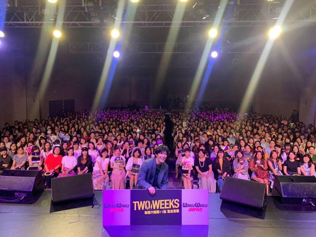 三浦春馬去年與台灣粉絲合照,承諾還會再來。圖/摘自推特