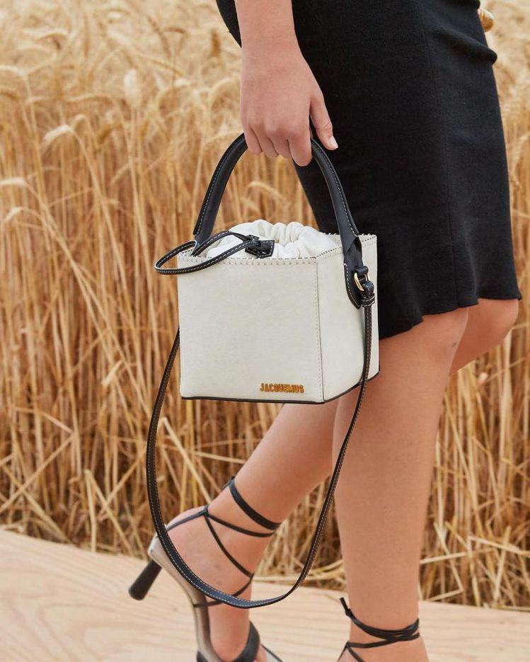 Jacquemus有各式各樣靈感來自野餐籃的包款。圖/取自IG