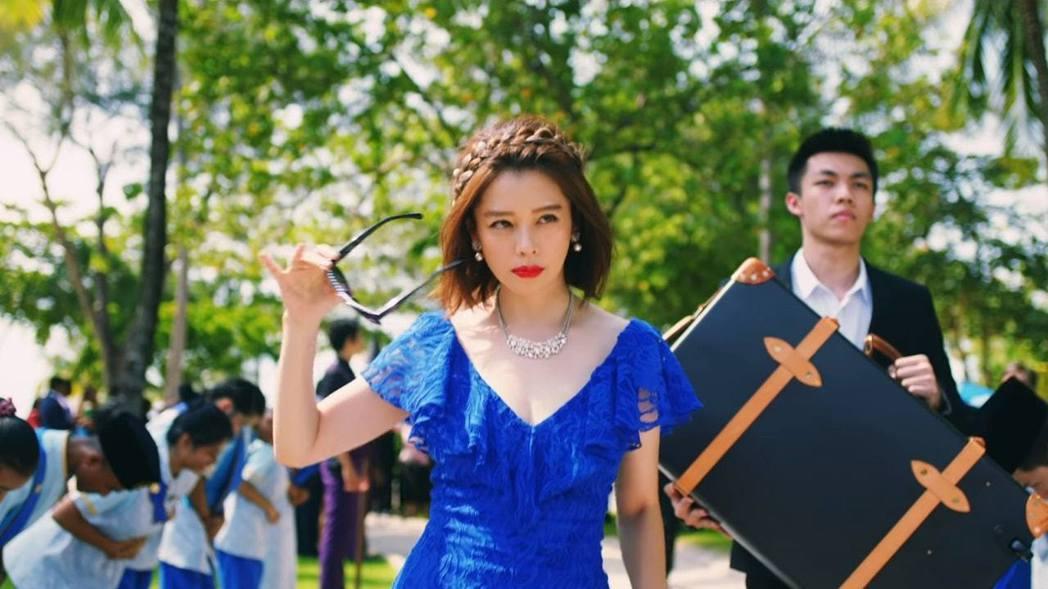 徐若瑄在特別演出的「信用欺詐師JP」與三浦春馬有短暫相遇。圖/傳影互動提供