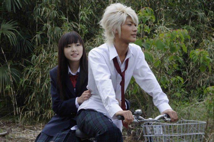 三浦春馬、新垣結衣因為一起合演愛情電影「戀空」爆紅成為一線明星。圖/龍祥提供