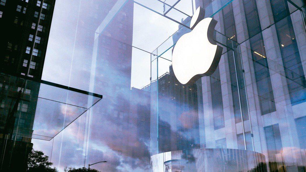 在蘋果強勢扶植立訊,以及中美兩強競爭愈趨激烈的背景下,入股立訊成為台廠不得不的選...