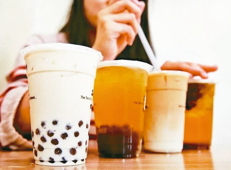 夏天狂吃冰、喝冷飲,想要降火,小點心或飲料就要有所節制。 圖/聯合報系資料照片