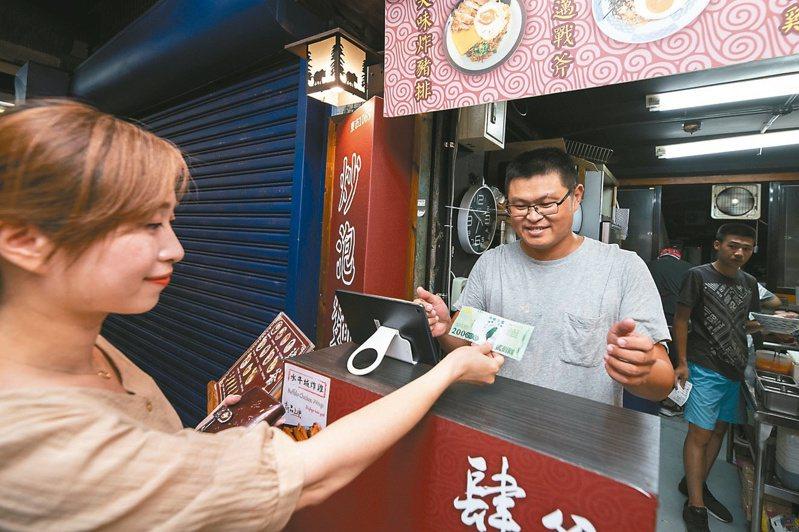 新竹市東門市場也能使用振興三倍券,部分店家配合推出優惠。 圖/市府提供