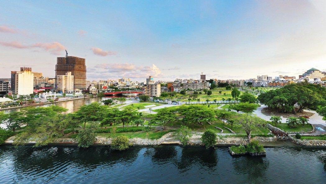 六都市中心最強景觀宅「愛琴海」,開窗即享海灣及公園綠意。圖片提供/興富發建設