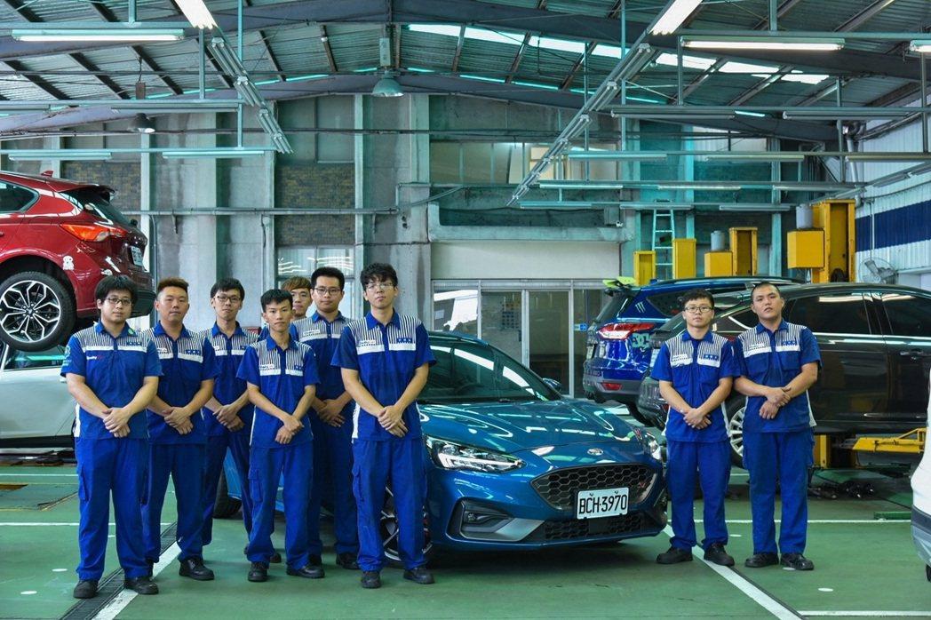 Ford各地經銷商夥伴的專業技師,有許多都是從學生實習時期便配合,這些實習學生對...