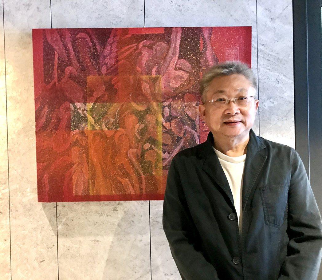 蔡志榮老師與其作品合影。 糖和居/提供