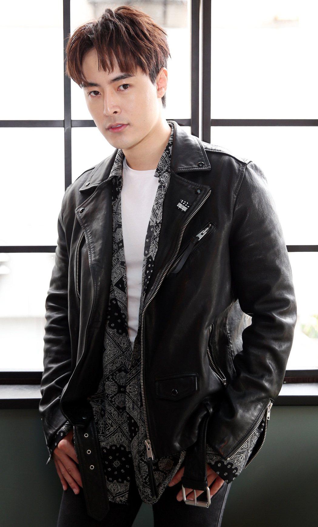 Wish(朱宇謀)推出個人單曲「黏著你」。記者侯永全/攝影