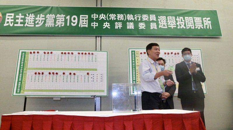 蔡昌達沒抽中,其他五人順利當選中執委。記者黃義書/攝影