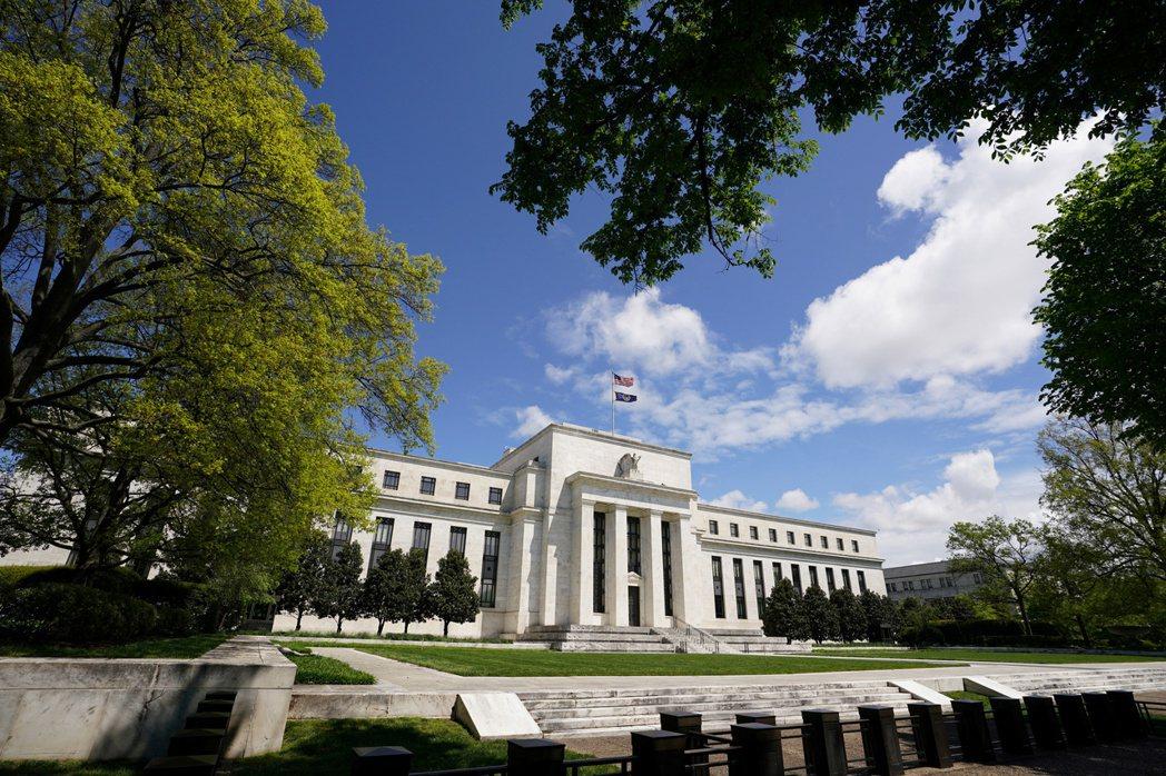 美Fed將購債標準擴大至俗稱「墮落天使」的個別公司債券,看好相關高收益債價格能獲...