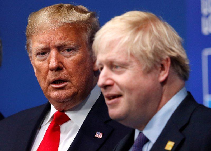 英相強生(右)追隨美國總統川普(左)封殺華為。圖為去年底強生在北約領袖峰會上歡迎川普。(路透)