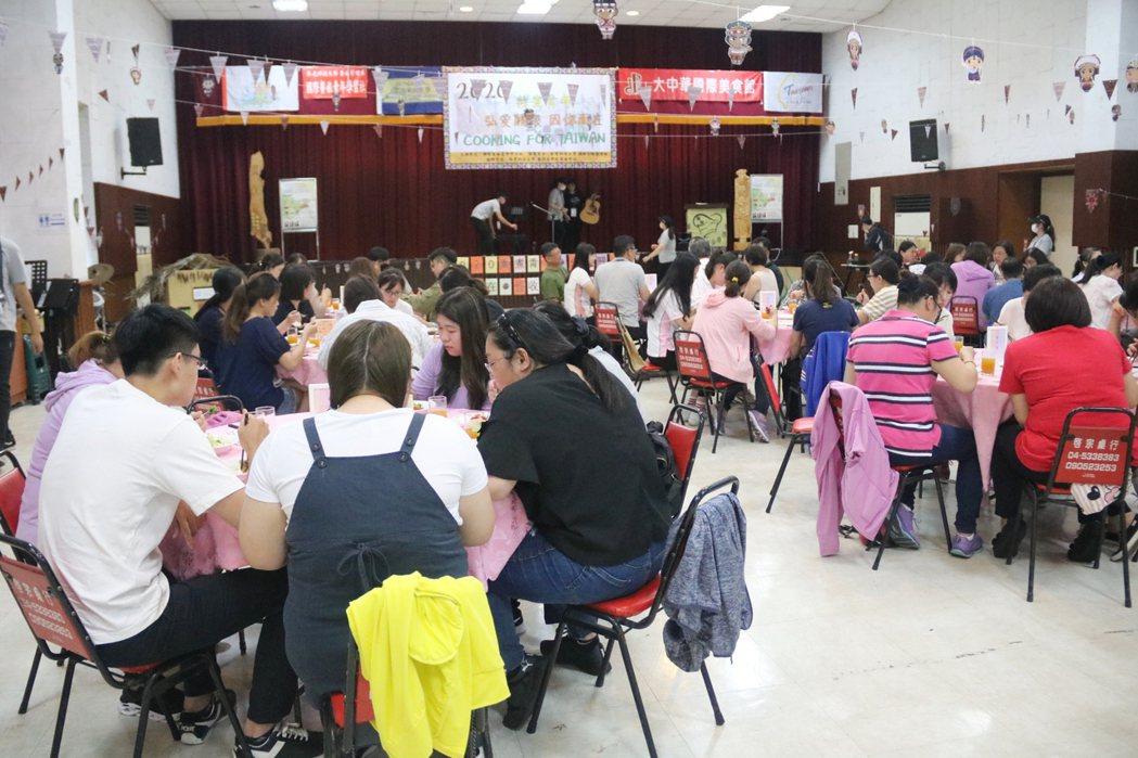 弘光科大環台義煮請醫護人員用餐。