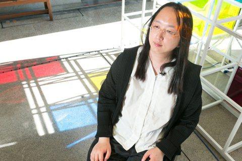 唐鳳隨時隨地都能進入冥想狀態。 圖/陳立凱拍攝