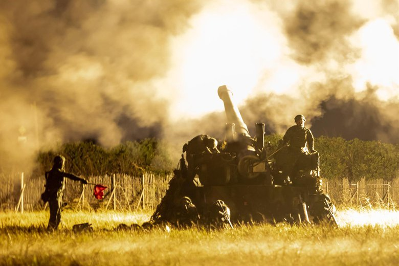 澎防部實施「聯合反登陸作戰」實彈操演,展現離島前線部隊的精實戰力。 圖/青年日報
