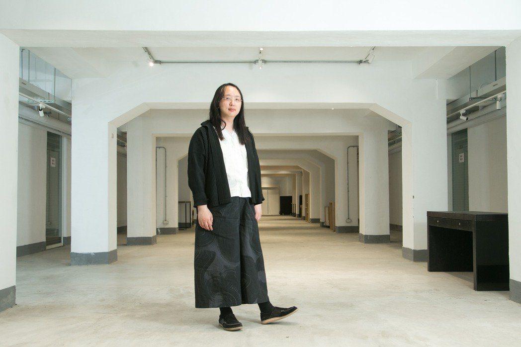 唐鳳總是一身黑與白,私下的生活模式也同樣簡約。 圖/陳立凱拍攝