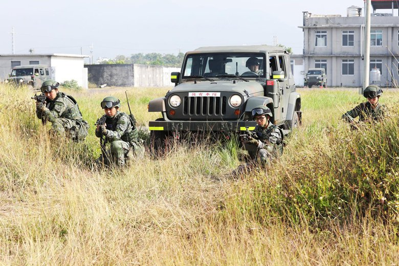 澎防部演練過程模擬真實作戰場景,訓練國軍戰時作為。 圖/青年日報