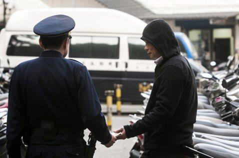 「有毒」的毒品查緝政策(二):放聲「出去讓你死」的警察
