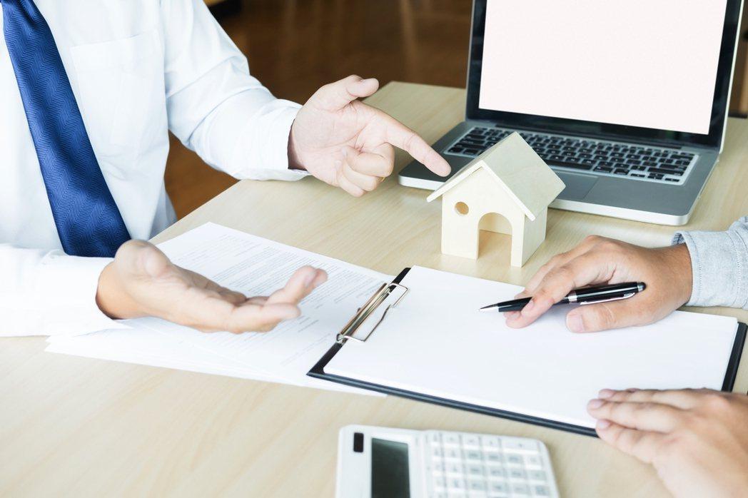 網友表示,買房請仲介談價格卻被騙,感覺非常差。示意圖/ingimage
