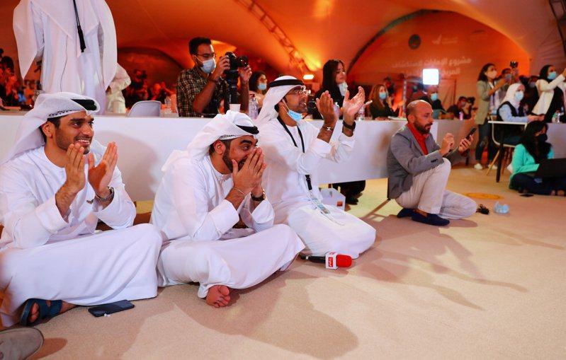 科學家於杜拜穆罕默德·本·拉希德太空中心同步觀看「希望號」升空。路透 路透