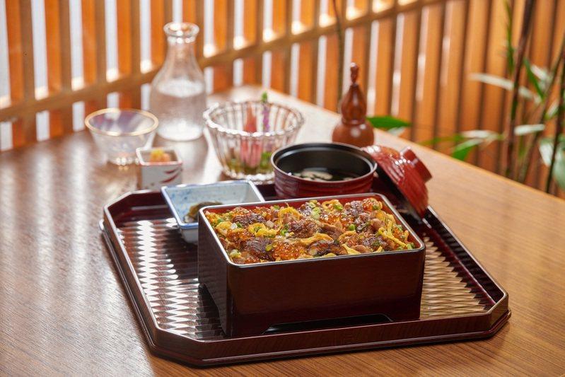 結合鰻魚、牛肉、鮭魚卵的「鰻牛重」,每份680元。圖/小倉屋提供