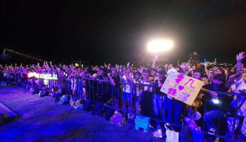 嘉義縣東石海之夏活動昨晚吸引3萬遊客入場。記者陳玫伶/攝影