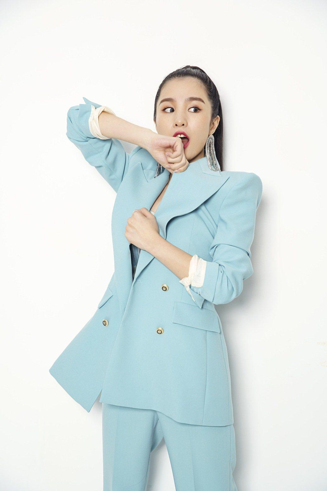 江靜推出首張個人專輯「挺好的 江靜」。圖/本色提供