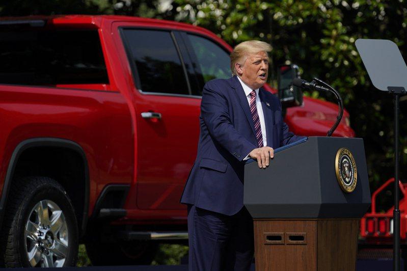 在訪問中川普也表示他不會下令全國強制戴口罩以控制新冠肺炎疫情,並說:「我要民眾享有一定的自由」。美聯社