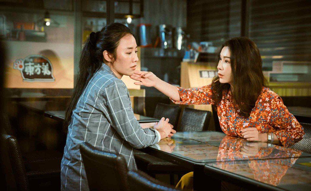 陳美鳳(右)、方宥心「三春記」中飾演母女,為了女性的幸福互相鼓勵。圖/民視提供