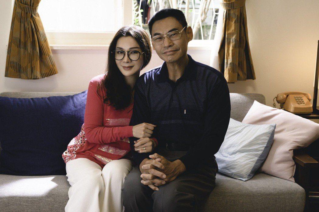 陳美鳳(左)及夏靖庭演活樸實生活的夫妻世界。圖/民視提供