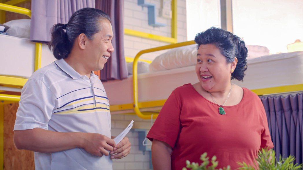 許傑輝(左)在「我的婆婆怎麼那麼可愛」中深愛著鍾欣凌。圖/公視提供