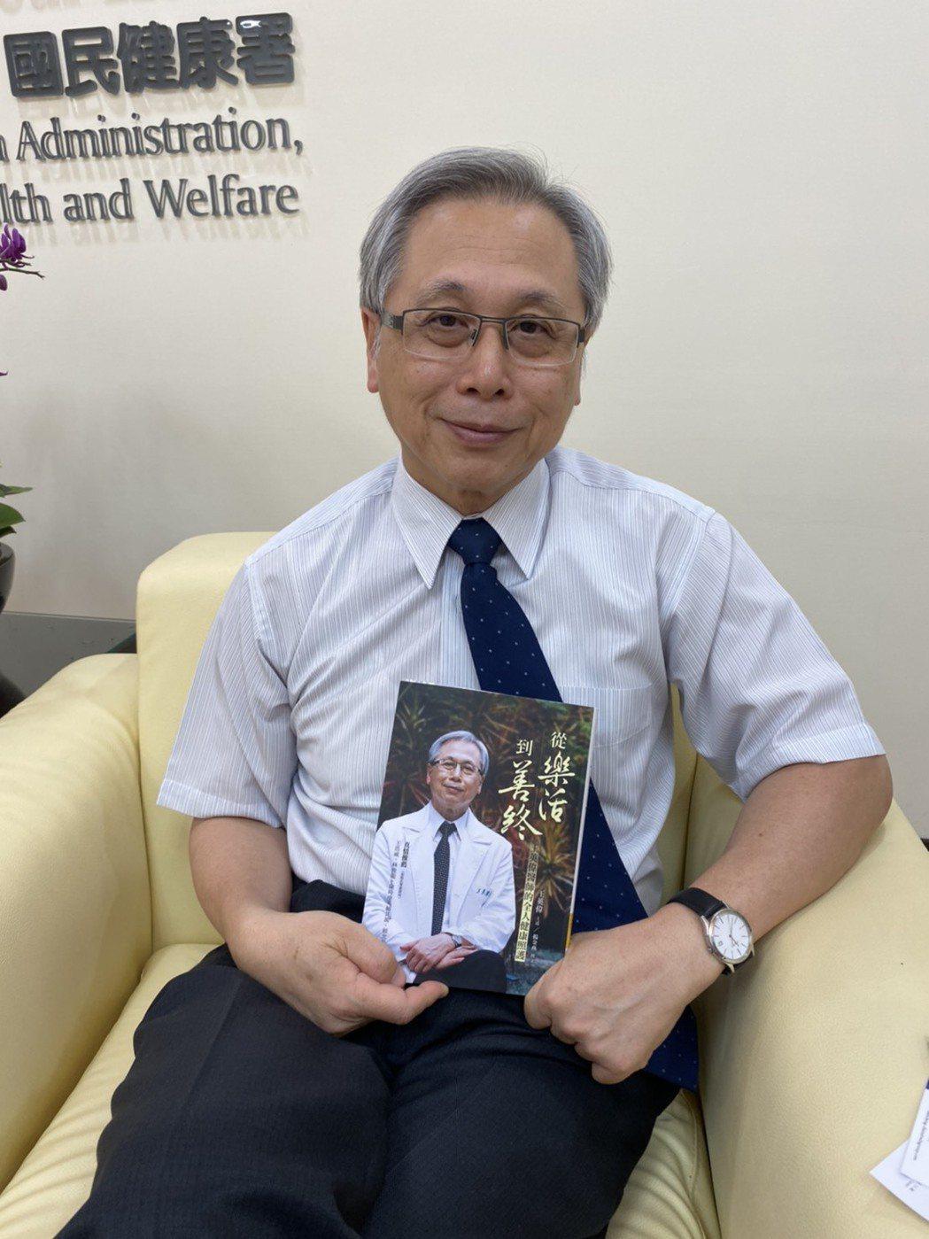 國民健康署署長王英偉,原定19日卸任署長一職,回花蓮慈濟醫院擔任醫師,但考量上半...
