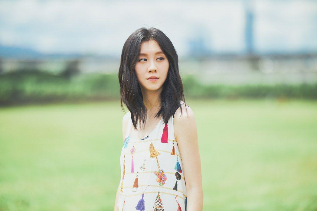 白安日前拍攝新歌「回家的路」MV。圖/相信音樂提供