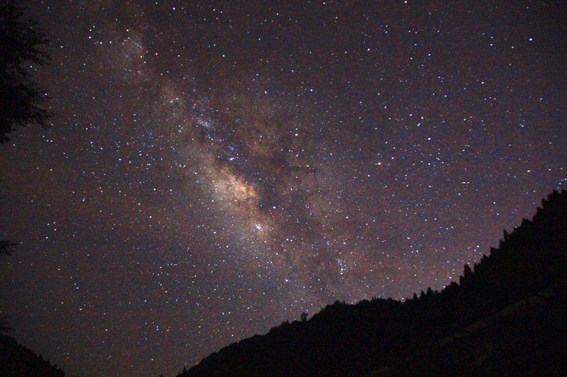 杉林溪森林遊樂區海拔高、無光害,夏季星空璀璨美麗。 圖/杉林溪森林遊樂區提供