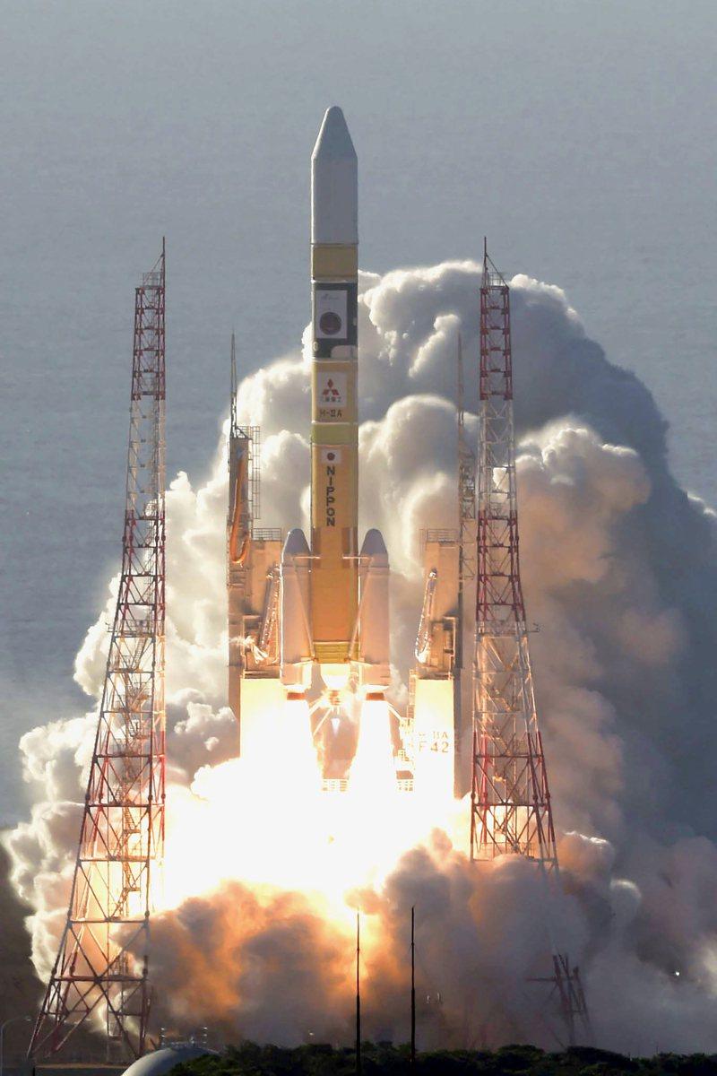 阿拉伯聯合大公國第一個火星探測器、也是阿拉伯國家首個火星探測器「希望號」,20日在日本鹿兒島縣成功發射升空。(美聯社)