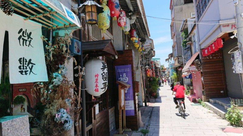 台南神農街集文創、藝術、宗教文化,是遊客必到景點。 圖/鄭惠仁 攝影