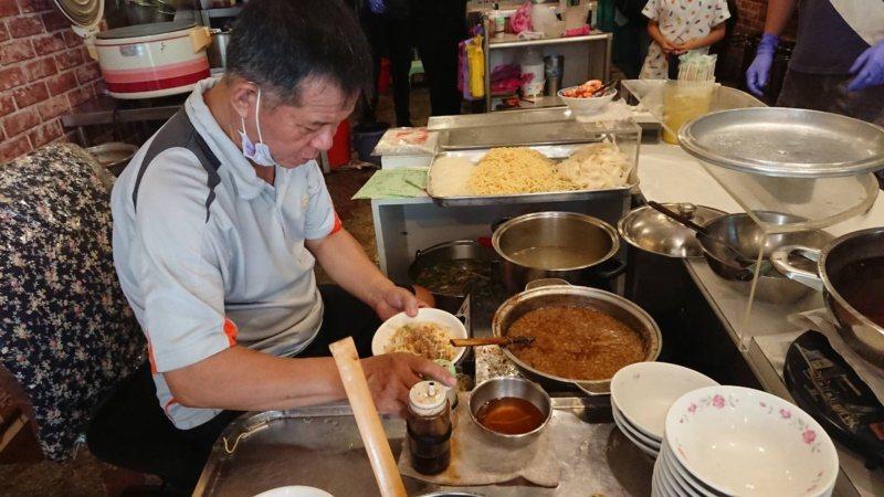 擔仔麵是台南著名小吃,起於五條港區。  圖/鄭惠仁 攝影