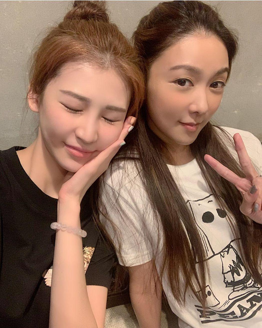 薛凱琪本月14日曾與確診女星施匡翹臉貼臉合照。圖/擷自instagram。