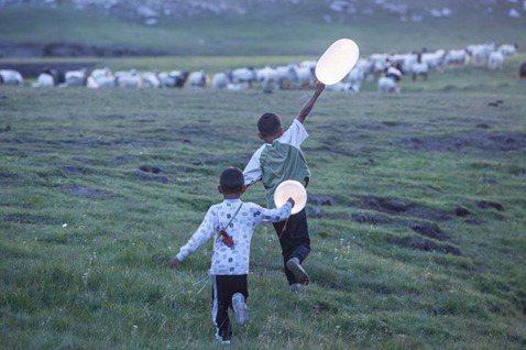 失去孩子,也失去未來?萬瑪才旦《氣球》與節育政策下的藏族