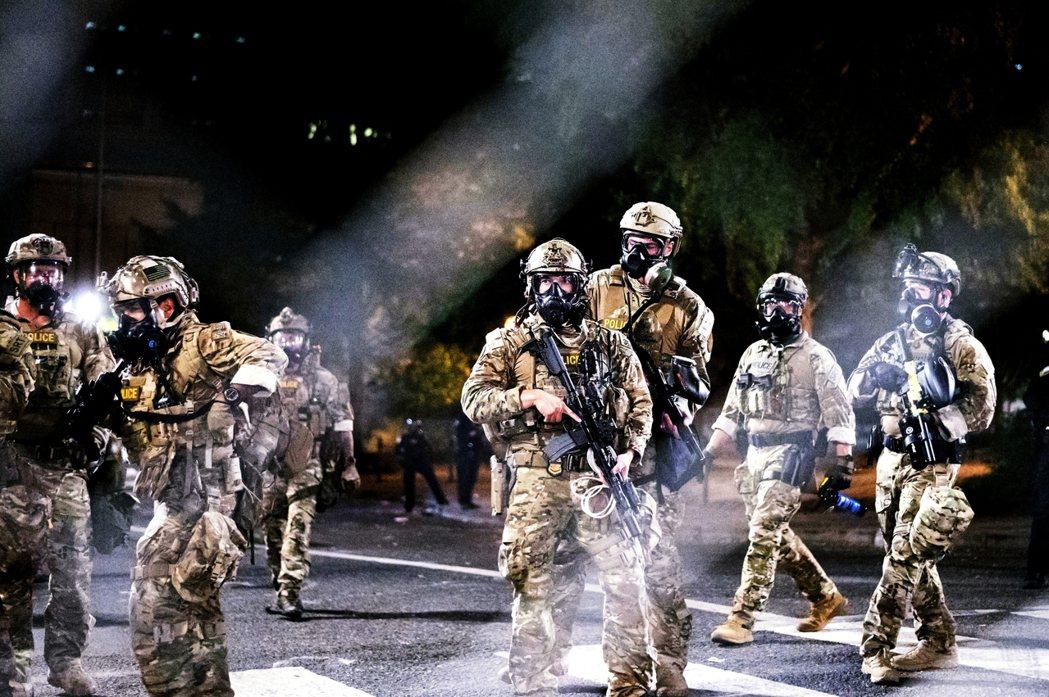 根據媒體與川普總統本人對《Fox News》的威嚇宣告:國土安全部派出的混成鎮暴...