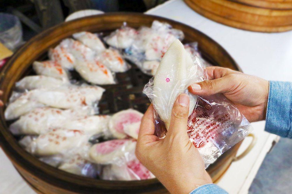 菜繭-傳統古灶生火蒸煮。
