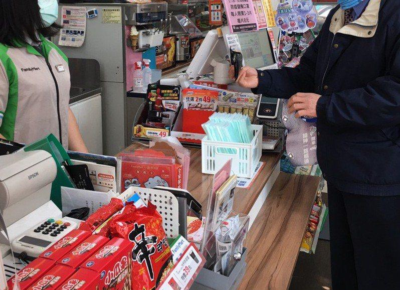 便利商店消費可以累積點數兌換商品,圖為示意圖非當事人。 圖/聯合報系資料照片