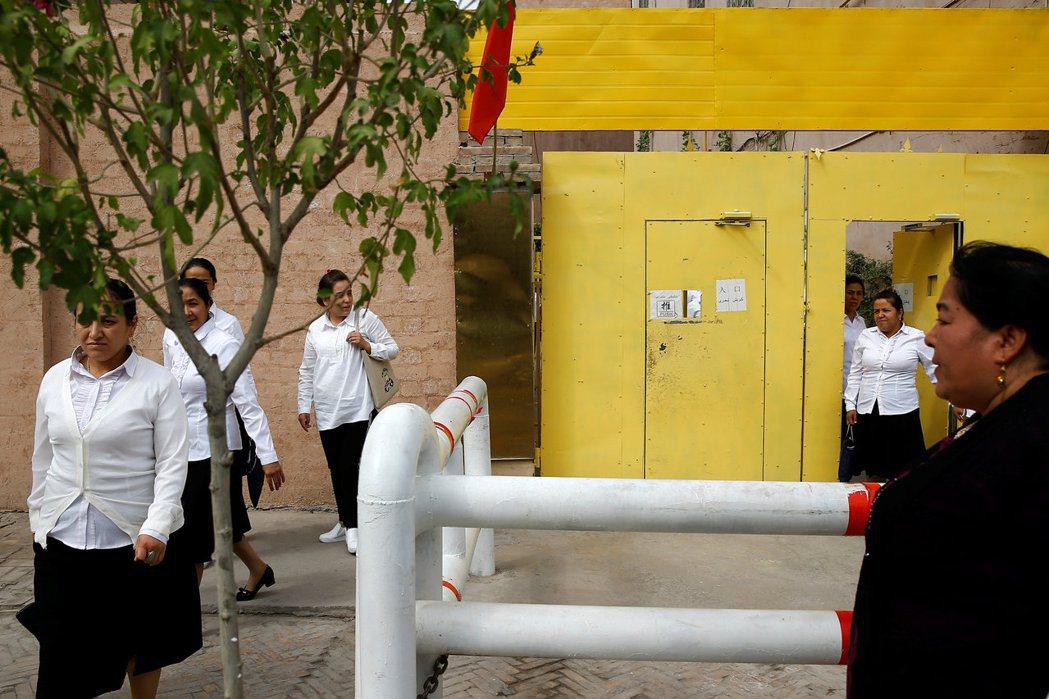 受到中共制裁的議員近年積極批評中國人權議題,包括支持香港民主運動,揭露中共對維吾爾等少數民族的迫害。 圖/路透社