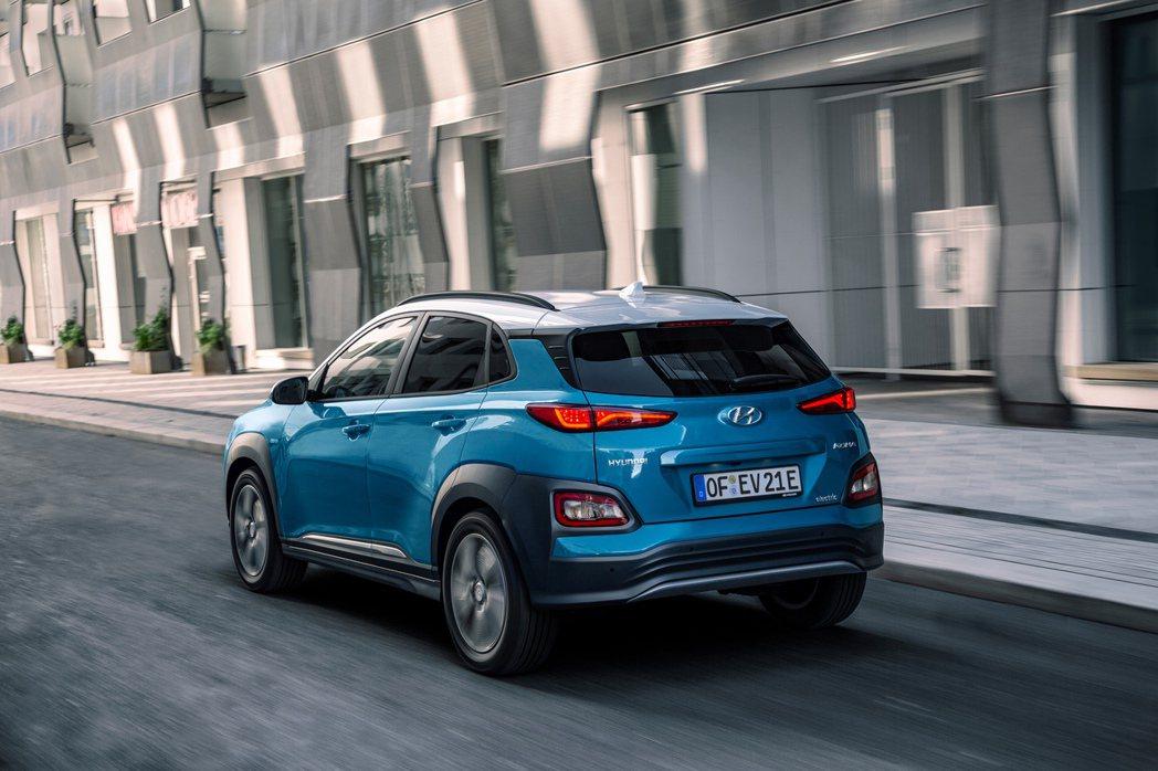 配置64kWh鋰電池組的Hyundai Kona Electric,滿電情況下最...