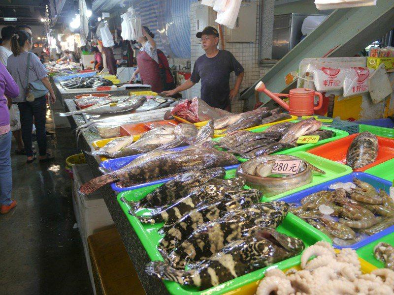 農委會的農遊券抵用商家分成10大類,漁產品包含田媽媽、百大與在地青農、農漁特產品展售中心、魚貨直銷中心或觀光魚市業者。聯合報系資料照/記者徐白櫻攝影