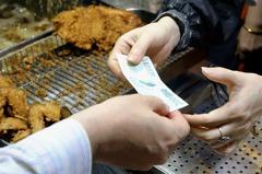 三倍券綁信用卡的人情何以堪?他嘆政府「玩爛一手好牌」
