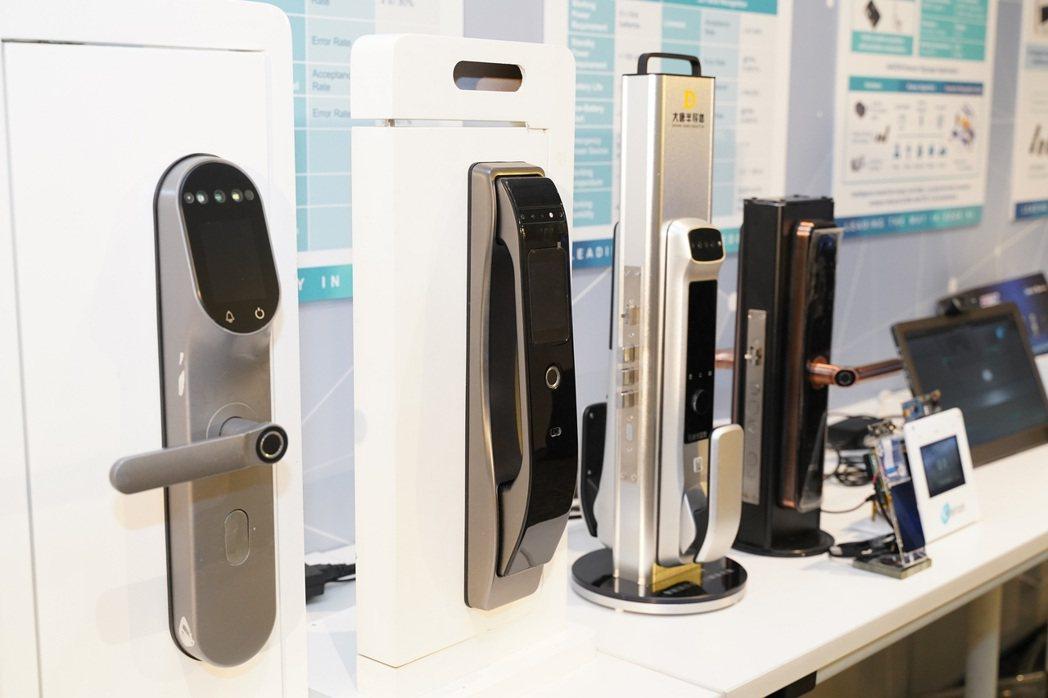Access Control——內置耐能低功耗AI晶片的3D人臉智能鎖,續航長達...