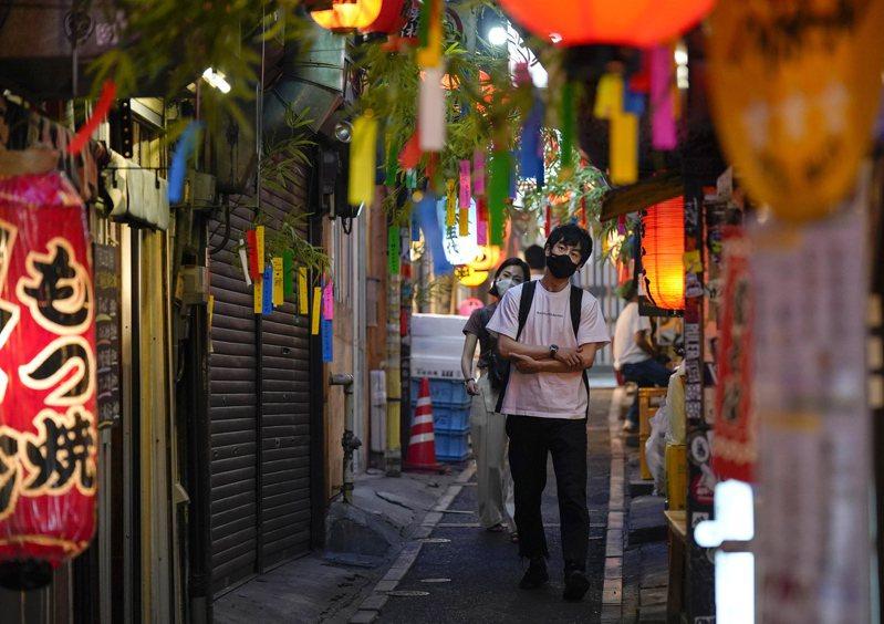 日本政府上月推出新型冠狀病毒追蹤APP,然而下載人數趨緩,衝擊日本政府盼使用智慧型手機APP來阻擋第2波2019冠狀病毒疾病(COVID-19)疫情的目標。 歐新社