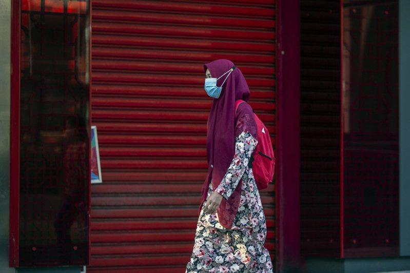 疫情出現反彈,馬來西亞過去14天新冠肺炎確診人數高達615例,累計逼近一萬。 歐新社