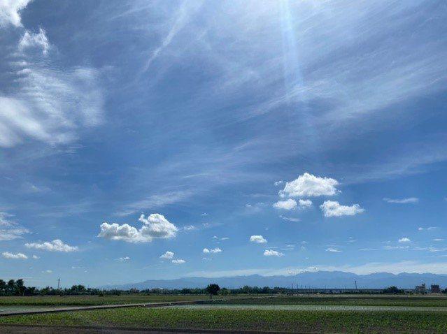嘉義縣今年上半年空氣品質成為雲嘉嘉南縣市空品區第一,天氣好到可遠遠看見中央山脈。圖/嘉義縣政府提供